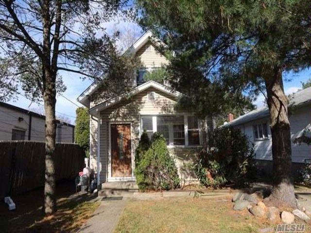 3 BR,  1.50 BTH  Colonial style home in East Hills